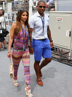 利物浦球员格伦·约翰逊,和他的妻子劳拉·约翰逊