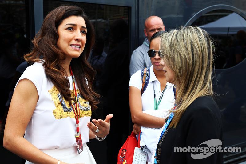 (L to R): Fabiana Flosi, wife of Bernie Ecclestone, with Rafaela Bassi, wife of Felipe Massa, Willia