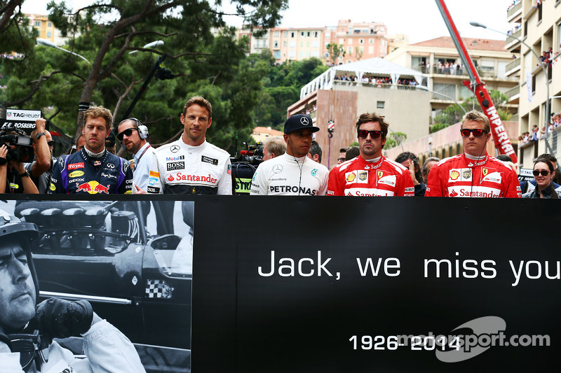 (L to R): Sebastian Vettel, Red Bull Racing, Jenson Button, McLaren, Lewis Hamilton, Mercedes AMG F1, Fernando Alonso, Ferrari, and Kimi Raikkonen, Ferrari, pay their respects to Sir Jack Brabham, on the grid