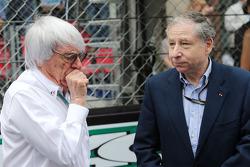 (Esquerda para direita): Bernie Ecclestone, com Jean Todt, presidente da FIA, no grid