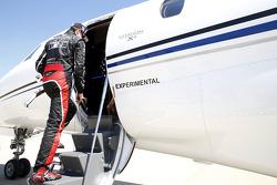 Kurt Busch boards a plane to Charlotte