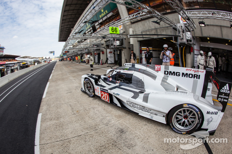 #20 Porsche Team Porsche 919 Hybrid: Timo Bernhard, Mark Webber, Brendon Hartley
