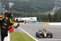 Carlos Sainz Jr. takes the win