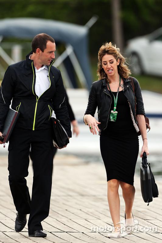 F1 personeli piste giriyor