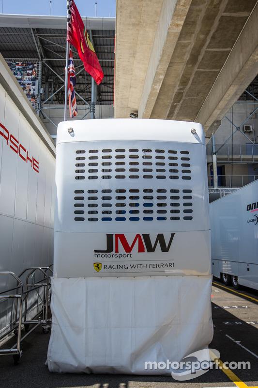 Paddock JMW Motorsport