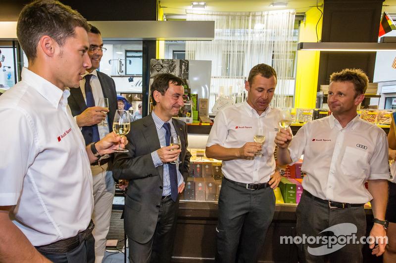 Cerimonia Hand imprint: 2013 24 Ore di Le Mans vincitori Loic Duval, Tom Kristensen e Allan McNish con il Presidente ACO Pierre Fillon