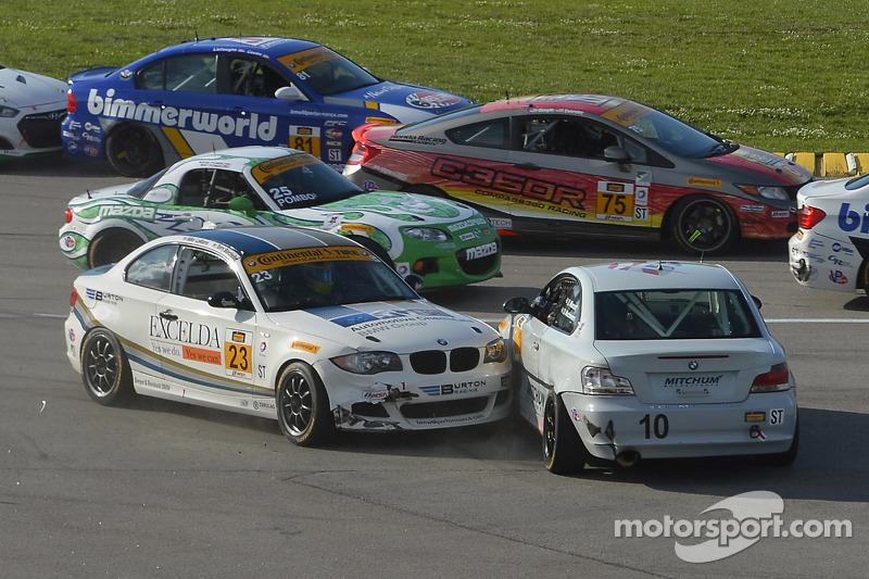 #10 Mitchum Motorsports BMW 128i: Dylan Murcott, Dillon Machavern e #23 Burton Racing BMW 128i: Terry Borcheller, Mike LaMarra