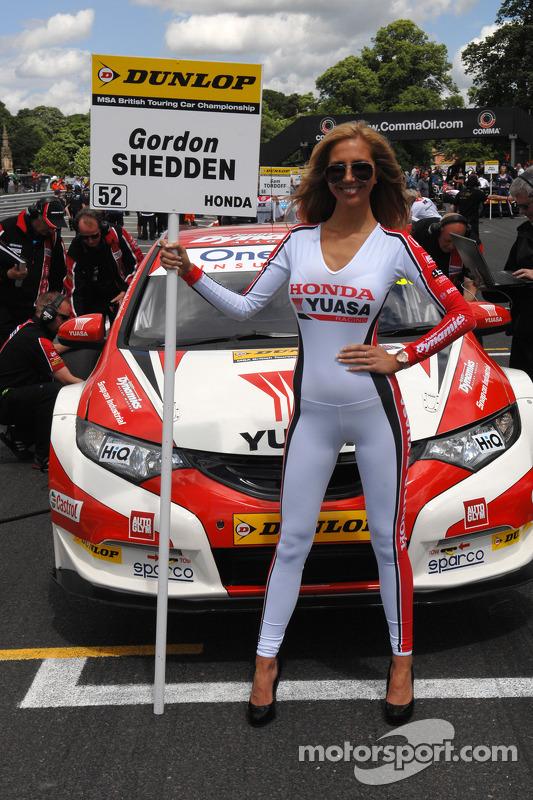 Honda Yuasa Racing grid kızı