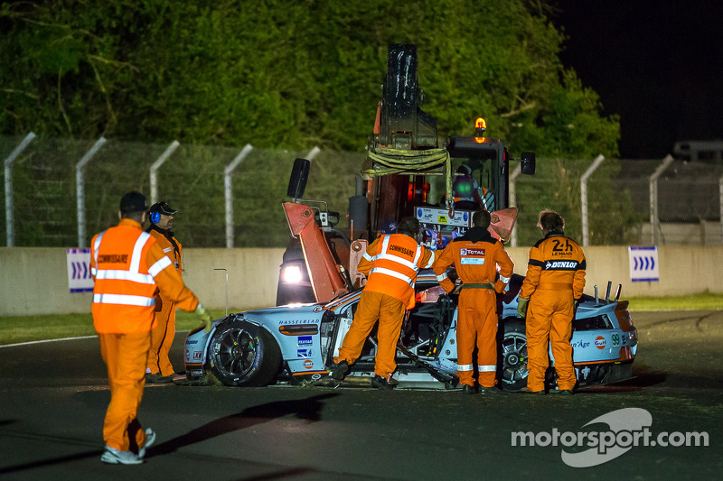 Aftermath of the crash #99 Aston Martin Racing Aston Martin Vantage V8: Alex MacDowall, Darryl O'You