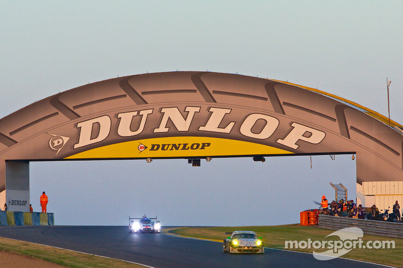 Dunlop Bridge in morning