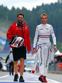 玛鲁西亚F1车队车手马克斯·齐尔顿和玛鲁西亚F1车队萨姆·维利奇