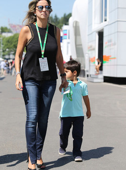 Rafaela Bassi, with her son Felipinho Massa (BRA)