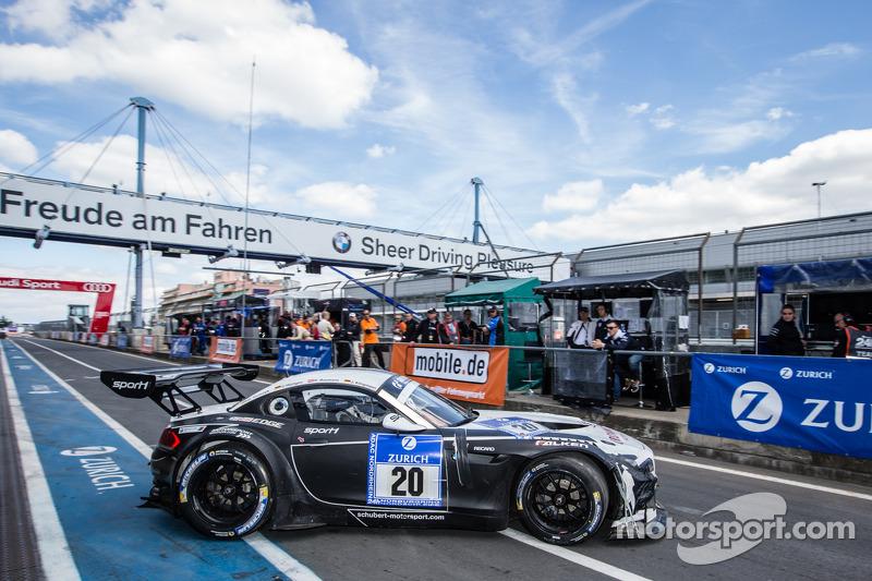 #20 Schubert Motorsport BMW Z4 GT3: Jens Klingmann, Dominik Baumann, Claudia Hürtgen, Martin Tomczyk volta à pista