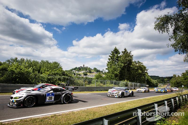 Via: #20 Schubert Motorsport BMW Z4 GT3: Jens Klingmann, Dominik Baumann, Claudia Hürtgen, Martin To
