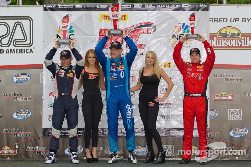 GT-A Podio vincitori: Henrik Hedman (secondo, a sinistra), Marcelo Hahn (primo, al centro), Jeff Courtney (terzo, a destra)