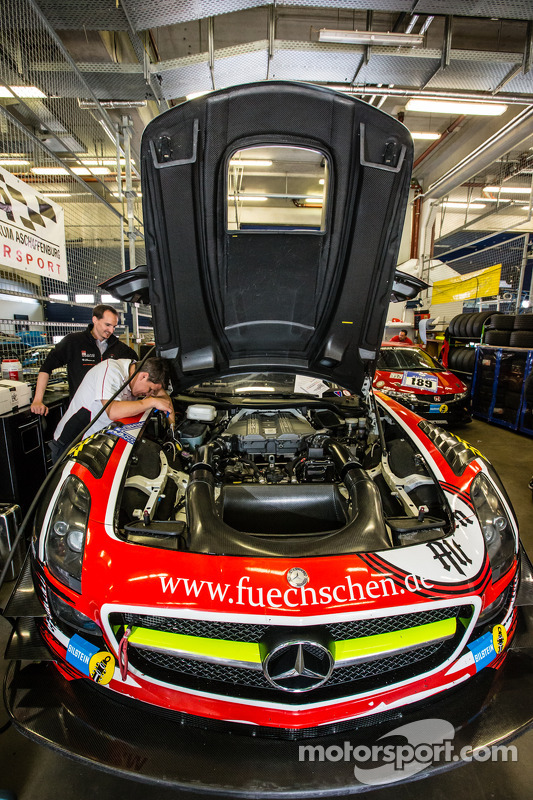#1 Black Falcon 梅赛德斯-奔驰 SLS AMG GT3