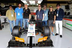 Kaiser Chiefs mit Nico Hülkenberg, Sahara Force India F1; Sergio Perez, Sahara Force India F1
