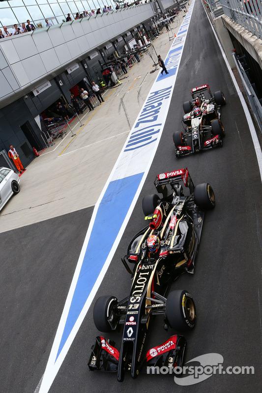 Pastor Maldonado, Lotus F1 Team, e seu companheiro de equipe Romain Grosjean, Lotus F1 E21