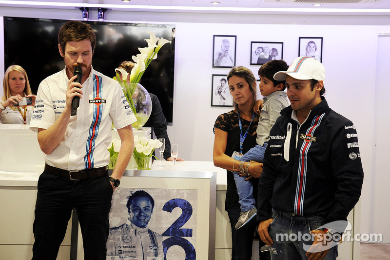 Felipe Massa, Williams celebrates his 200th GP with Rob Smedley, Williams Head of Vehicle Performance, wifer Rafaela Bassi, and son Felipinho Massa