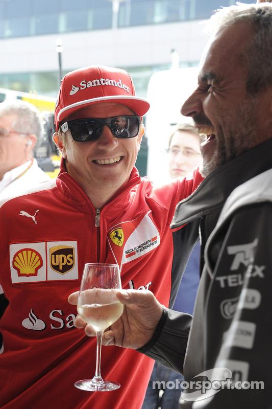 Kimi Räikkönen, Ferrari; Beat Zehnder, Teammanager, Sauber F1