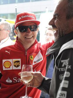 (Da sinistra a destra):Kimi Raikkonen, Ferrari con Beat Zehnder, Sauber F1 Team Manager