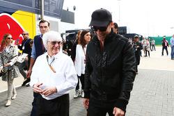Bernie Ecclestone, con Michael Fassbender, attore