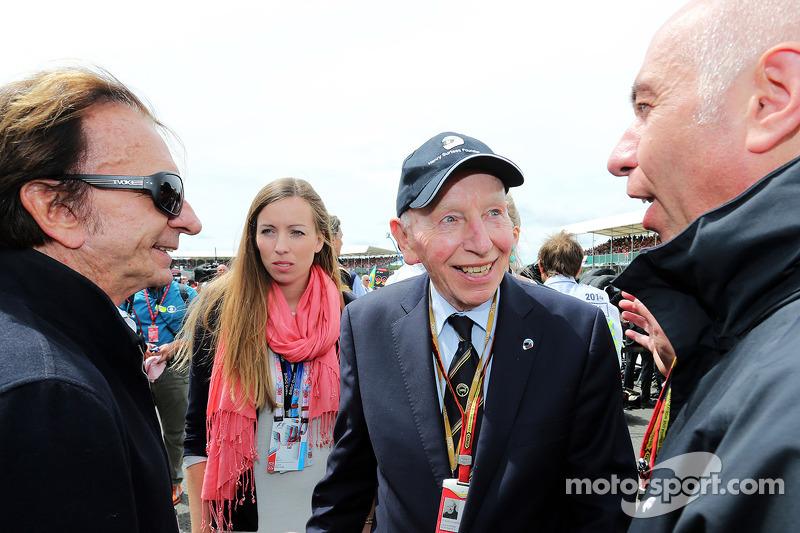 John Surtees, con Emerson Fittipaldi, sulla griglia di partenza