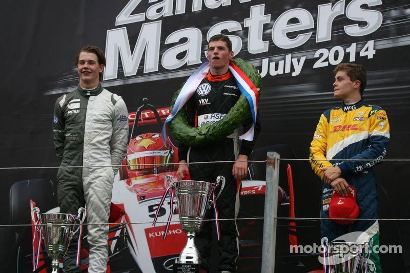 Podium: racewinnaar Max Verstappen, tweede plaats Jules Szymkowiak, derde plaats Steijn Schothorst
