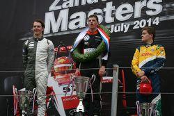 Podium: race winner Max Verstappen, second place Jules Szymkowiak, third place Steijn Schothorst