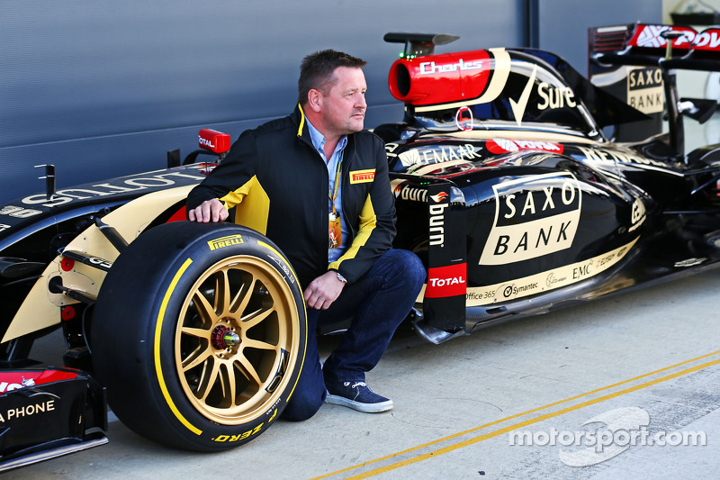 Paul Hembery, Pirelli Motorsport Director with the Lotus F1 E22 with new 18 inch Pirelli tyres and rims