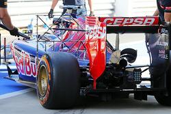 红牛二队驾驶STR9赛车的车手丹尼尔·卡维亚特使用传感器