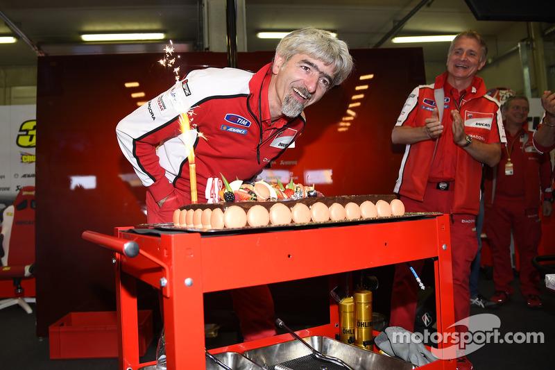Gigi Dall'Igna, Ducati Corse genel menajerinin doğum günü kutlaması