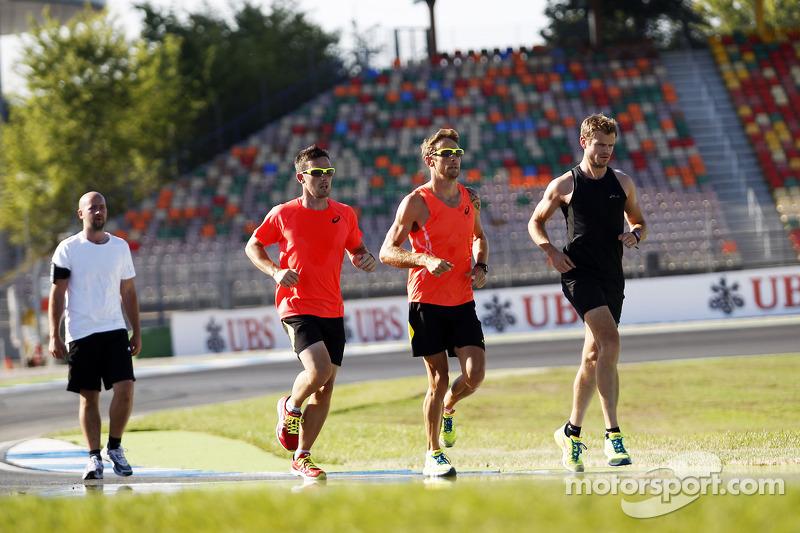 Jenson Button, McLaren corre per il circuito