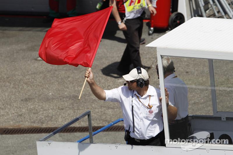 La bandiera rossa interrompe le qualifiche appena Lewis Hamilton, Mercedes AMG F1 W05 si schianta