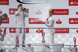 Podio: ganador de la carrera Nico Rosberg; Valtteri Bottas el segundo lugar y tercer lugar de Lewis Hamilton