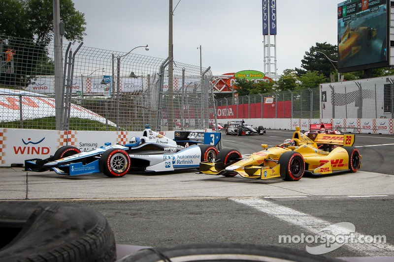 Helio Castroneves, Penske Racing Chevrolet e Ryan Hunter-Reay, Andretti Autosport Honda