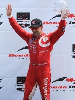 Tony Kanaan, Chip Ganassi Racing Chevrolet celebrates