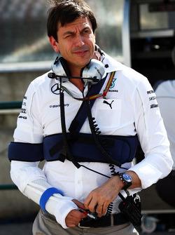 Toto Wolff, Mercedes, Motorsportchef, nach Fahrradunfall