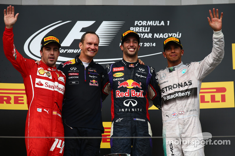 Fernando Alonso, Daniel Ricciardo ve Lewis Hamilton podyumda