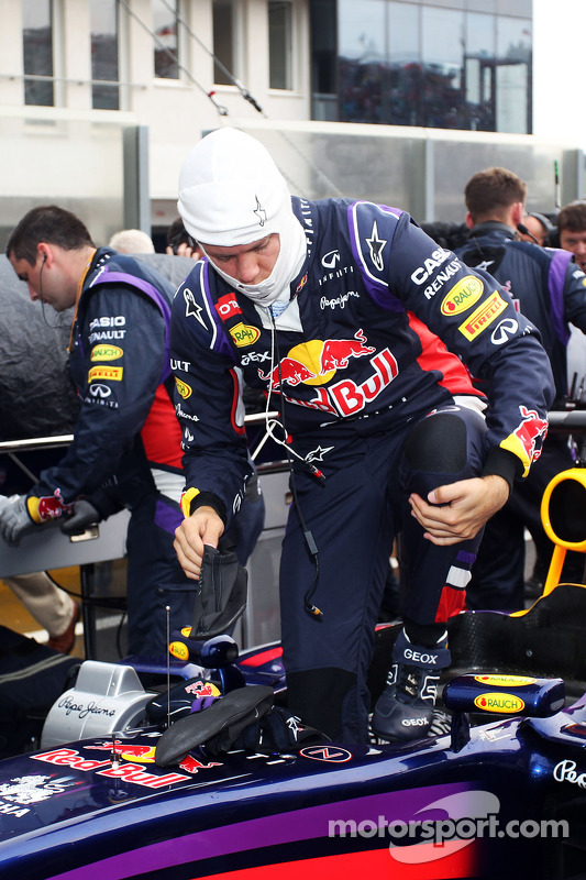Sebastian Vettel, Red Bull Racing RB10 no grid.