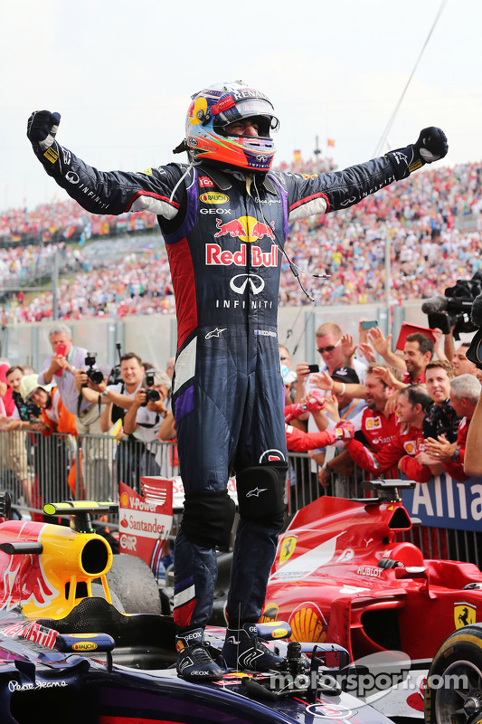 Daniel Ricciardo, Red Bull Racing RB10 celebra