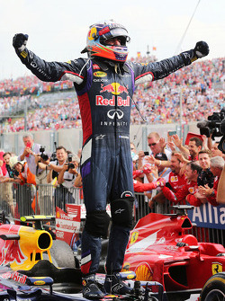 Daniel Ricciardo, Red Bull Racing RB10 celebra en parc ferme