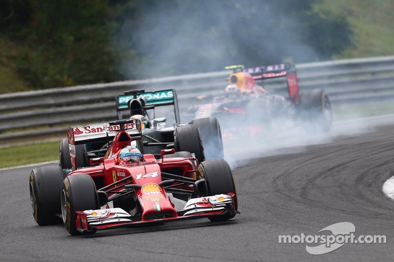 Fernando Alonso, Ferrari F14-T leads Lewis Hamilton, Mercedes AMG F1 W05