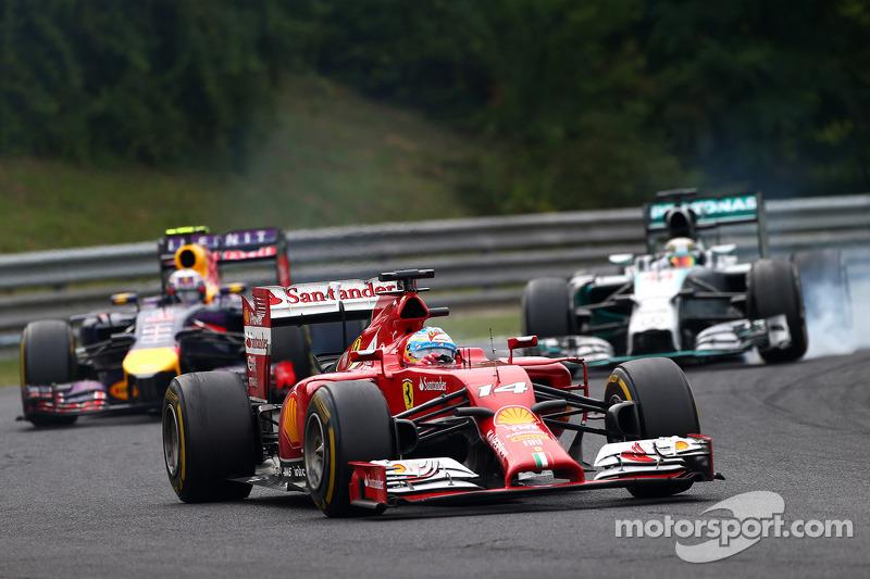 Fernando Alonso, Ferrari F14-T leads Daniel Ricciardo, Red Bull Racing RB10 and Lewis Hamilton, Merc