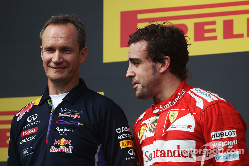 Fernando Alonso, Ferrari on the podium with Paul Monaghan, Red Bull Racing Chief Engineer