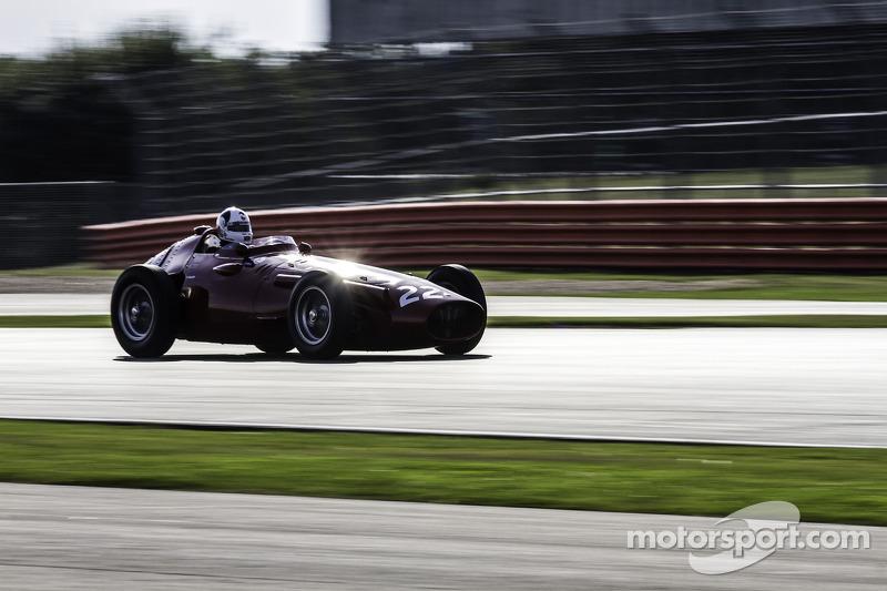 #22 玛莎拉蒂 250F CM7: Allan Miles