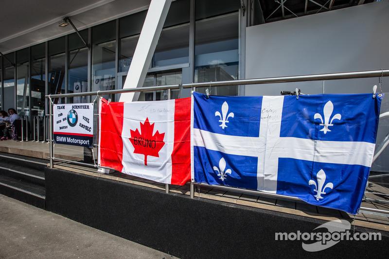 Bruno Spengler için Canadian ve Québec taraftar bayrakları , BMW Schnitzer Takımı BMW M4 DTM