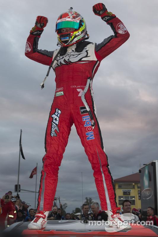 Vencedor James Courtney, Holden Racing Team