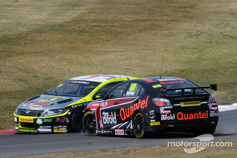 Jack Goff, RCIB Insurance Racing entra in contatto con Marc Hynes, Quantel Bifold Corsa