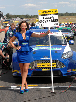 Airwaves Racing grid kızı